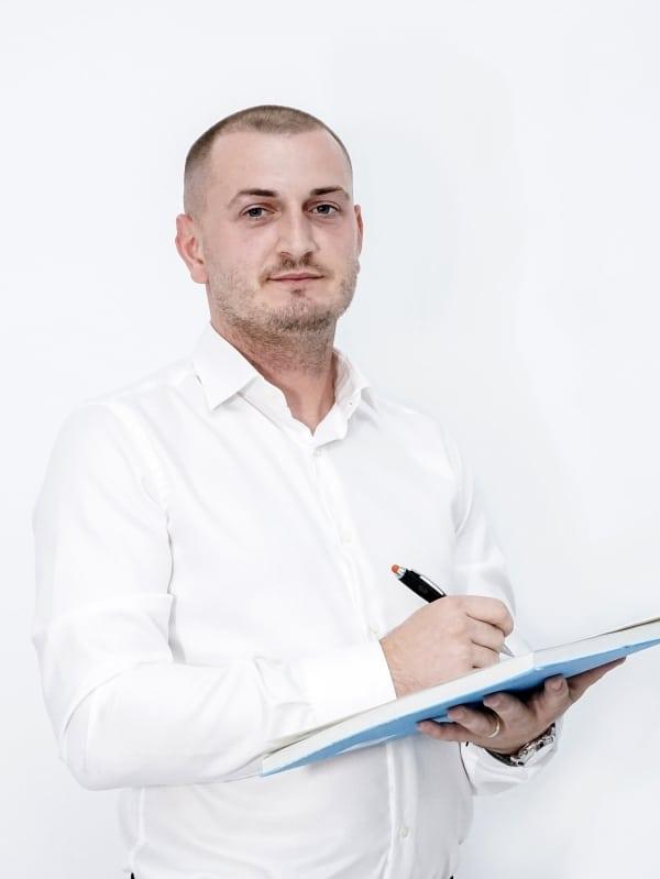 Ivan Berfela, asistent medical qvision